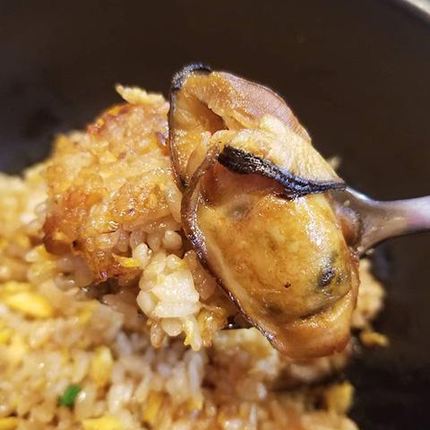 牡蠣の石焼きチャーハン